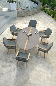 Round Outdoor Dining Table, Outdoor Chairs, Outdoor Living, Garden Furniture, Outdoor Furniture Sets, Diy Bedroom Decor, Diy Home Decor, Steel Sofa, Luxury Landscaping