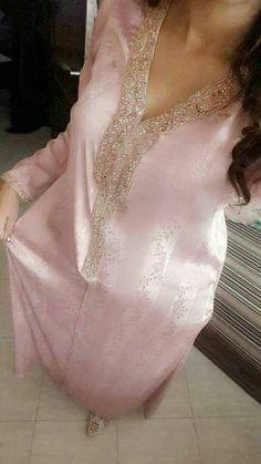 Moroccan Bride, Moroccan Caftan, Abaya Fashion, Fashion Dresses, Morrocan Fashion, Pink Bridal Lehenga, Muslimah Wedding, Desi Wedding Dresses, Robes D'occasion