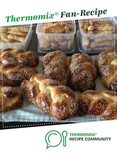 Recipe Tsoureki - Greek Easter Bread by ginisann, learn to make this recipe easily in your kitchen machine and discover other Thermomix recipes in Breads & rolls. Greek Easter Bread, Easter Bread Recipe, Recipe Community, Bread Rolls, Bread Recipes, Breakfast, Breads, Greece, Thermomix