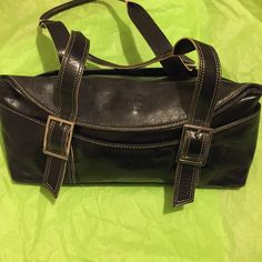 ⭐KENNETH COLE ADORABLE BLACK SNAP CLOSURE BAG⭐️ ⭐️BLACK KENNETH COLE SNAP CLOSURE BAG⭐️GREAT CONDITION⭐️ Kenneth Cole Bags