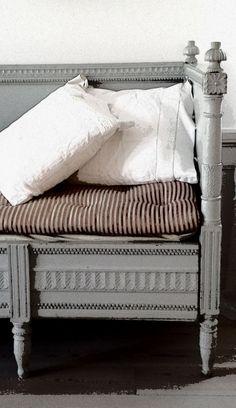 Schloss, Miss Mustard Seed's Milk Paint Swedish Decor, Swedish Style, Swedish Design, Painted Furniture, Furniture Design, Modern Furniture, Traditional Furniture, Handmade Furniture, Rustic Furniture
