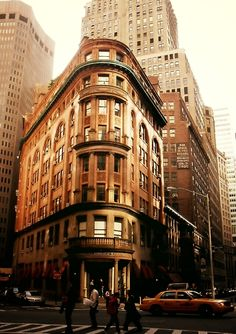 Delmonico's in a sliver of sunlight. #FinancialDistrict, New York City.