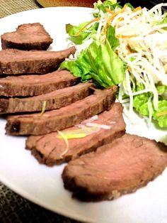 今日こそは牛肉で挑戦。 中まで火が通ってしまいました… - 36件のもぐもぐ - ローストビーフ by tsuba2008