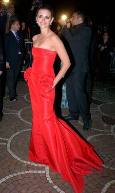Penelope Cruz Stole The Show At The 2004 Cinema Awards In Rome