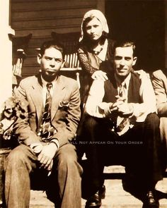 Bonnie and Clyde Photo RARE Buck Blanch Barrow W D Jones Gangsters 1932 20561 for sale online Bonnie And Clyde Photos, Bonnie Clyde, Bonnie Parker, Real Gangster, Mafia Gangster, Kms California, Old Photos, Vintage Photos, Vintage Photographs