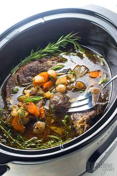 Keto Low Carb Pot Roast Slow Cooker Recipe - The BEST slow cooker pot roast! Includes how to choose the cut of meat for pot roast prep tips freezing pot roast & an easy pot roast slow cooker recipe. And this is a keto low carb pot roast too. Healthy Crockpot Recipes, Low Carb Recipes, Beef Recipes, Slow Cooker Recipe Videos, Slow Cooker Recipes, Halloumi, Whole 30 Brasil, All You Need Is, Recipes