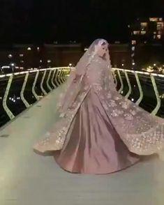 Indian Wedding Video, Indian Wedding Gowns, Desi Wedding Dresses, Asian Bridal Dresses, Indian Bridal Outfits, Indian Bridal Fashion, Pakistani Bridal Dresses, Mode Instagram, Wedding Lehenga Designs