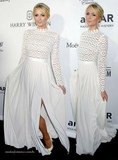 Paris Hilton de vestido branco Oscar De La Renta | http://modaefeminices.com.br/2016/11/04/kate-midleton-e-paris-hilton-repetiram-o-vestido-branco-oscar-de-la-renta/