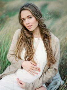 Makeup and Facial Skin Treatment during Pregnancy - Maternity photo ideas - Skin Care Maternity Photography Poses, Maternity Poses, Maternity Portraits, Maternity Pictures, Photography Women, Pregnancy Photos, Family Photography, Pregnancy Photography, Photography Ideas