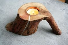 Candle holder wood with handle rustic tealight log holder .- Kerzenhalter Holz mit Griff rustikal Teelicht Log Inhaber … – Selbermachen Candle holder wood with handle rustic tealight log holder … - Handmade Home, Diy Wood Projects, Wood Crafts, Decor Crafts, Log Holder, Coffee Holder, Rustic Candles, Diy Candles, Wooden Candle Holders
