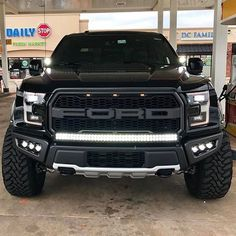 Ford Raptor | strTeino at kernel, SEE: https://www.facebook.com/photo.php?fbid=10201782893396580&set=a.1410943156129.2058732.1308992193&type=3&theater