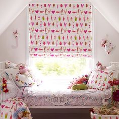 Girl's bedroom blind | Girls' bedroom ideas | Childrens room | PHOTO GALLERY | Country Homes  Interiors | Housetohome.co.uk