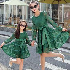 2016年夏のドレスのブランドの新しいガールカジュアル長袖のレースのストライプの母と娘のドレス家族の服の女の子はドレスマッチング