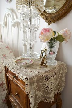 Such pretty bedside table styling
