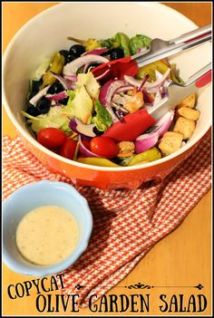This copycat version of Olive Garden's classic bottomless salad is easy to make at home. Serve it with homemade creamy Italian dressing for a delicious dinner. Tomato Salad Recipes, Salad Recipes For Dinner, Summer Salad Recipes, Salad Dressing Recipes, Healthy Salad Recipes, Delicious Recipes, Breakfast Recipes, Easy Summer Salads, Salads For A Crowd
