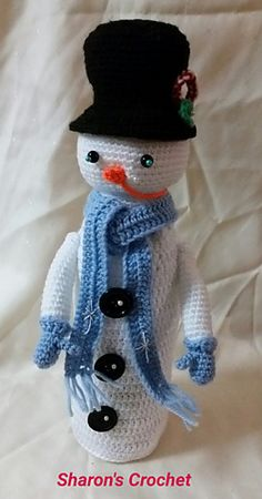 Ravelry: Snowy The Snowman - Wine Bottle Cover pattern by Sharon Cox Crochet Snowman, Crochet Christmas Ornaments, Holiday Crochet, Crochet Home, Wine Bottle Covers, Wine Bottle Art, Wine Bottle Crafts, Halloween Crafts, Hand Knitting