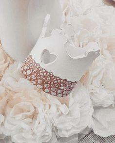 NEW! Corona in ceramica interamente realizzata a mano 👑 Arredart #ceramica #ceramics #corona #coroncina #crown #principessa #princess #shabby #shabbychic #shabbydecor #homedecor #artigianato #artigianatoitaliano #negozio #shop #madeinitaly #white #love #romantic #instalove #amoilmiolavoro