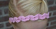 Haarbandjes zijn een leuke toevoeging bij een kapsel. Op een snelle manier zit het haar van je meisje mooi en verzorgd. En dit haarbandje i...