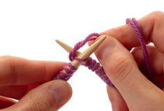 """How to join yarns with circular needles and """"NO GAP"""" Did this last night! Circular Knitting Needles, Knitting Stitches, Knitting Supplies, Knitting Projects, Circular Knitting Patterns, Knitting For Dummies, Casting On Stitches, Yarn Tail, Last Stitch"""