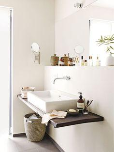 Auch das kleinste Bad kann zum Lieblingsort werden, wenn es mit natürlichen Materialien gestaltet ist.