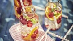 5 Easy Fruit and Veggie Spa Water Recipes Spa Water, Fruit Slice, Sports Drink, Water Recipes, Recipe Images, Recipe Today, Natural Flavors, Sodas