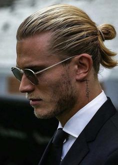 We have rounded up here the best ever hairstyles and haircuts for men created by top barbers and hai Mens Modern Hairstyles, Man Bun Hairstyles, Cool Hairstyles For Men, Modern Haircuts, Haircuts For Men, Hairstyle Ideas, Bandana Hairstyles, Hairstyle Men, Popular Haircuts