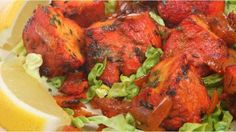 A tandoori chicken recipe is one of the most popular Indian foods. Many think that Indian recipes are difficult but this tandoori chicken is quite easy. Tandoori Chicken Salad, Tandori Chicken, Chicken Curry Salad, Marinated Chicken, Grilled Chicken, Yummy Chicken Recipes, Fish Recipes, Indian Food Recipes, Gastronomia
