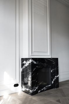 Marble Fireplace Custom Designed By Studio Wendy Mahieu Interior Design Studio The Hague Residence Duinoord Fireplace Mantel Surrounds, Fireplace Tv Wall, Fireplace Remodel, Modern Fireplace, Fireplace Design, Design Blog, Interior Design Studio, Interior Styling, Marble Interior
