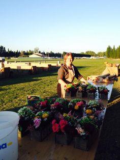 Backstage installation fleurs terrain polo picnic wedding#provence#flowers#designbybucolique