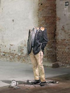 Urs Fischer est un artiste contemporain suisse qui vit et travaille…