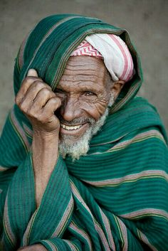 Smiling man Photo by Robin Moore — National Geographic Your Shot Beautiful Smile, Beautiful World, Beautiful People, Just Smile, Smile Face, Men Smile, Photo Portrait, Portrait Photography, Smiling Man