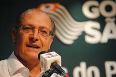 O s    E s p i n h o s    d o     M a n d a c a r ú: Alckmin presenteia mídia amiga