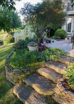 Que savez-vous sur l'aménagement jardin en pente ? Pas grand-chose ? Dans ce cas-là, nous vous souhaitons la bienvenue dans le monde des jardiniers chevronn