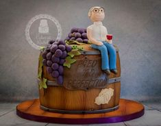 Wine Barrel Cake A wine barrel cake for a gentleman& birthday, with model of the birthday boy. 6 layers of vanilla sponge filled. Cake Decorating Techniques, Cake Decorating Tips, 60th Birthday Cake For Men, Birthday Cookies, Cake Design For Men, Barrel Cake, Alcohol Cake, Dad Cake, Luxury Wedding Cake