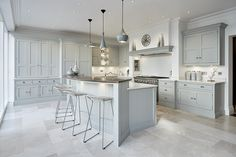 Luxury Kitchen Grey Family Kitchen – Tom Howley - This grey family kitchen is a contemporary take on classic shaker kitchen design, the island caters for all your kitchen dining needs. Family Kitchen, Living Room Kitchen, Home Decor Kitchen, Kitchen Interior, Kitchen Ideas, Kitchen Pics, Grey Kitchens, Luxury Kitchens, Home Kitchens