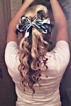 Love doing my hair like this. Cheer Stunts, Cheerleading Hair, Hear Style, Musical Hair, Cheer Hair Bows, Sport Hair, Cheer Outfits, Bae, Hair Dos
