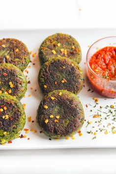 No fuss, delicious cheesy hara bhara kebab (spinach & pea fritters) - perfect appetiser recipe - enjoyed as a snack on its own or served with salad. Veg Burgers Recipe, Pea Fritters, Best Indian Recipes, Dried Mangoes, Sauteed Spinach, Savory Breakfast, Seasonal Food, Appetisers, My Favorite Food