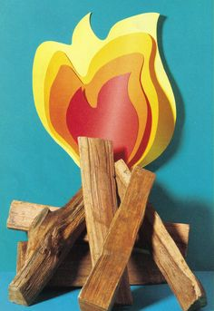 Use logs and coloured paper to make a simple Bonfire Night display, fun for the classroom or a party (Photo by James Wojcik) Camping Room, Camping Theme, Camping Stuff, Classroom Themes, Primary Classroom, School Themes, School Ideas, Fire Crafts, Fireman Party