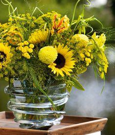Arrangement in zonnig geel met Dille en Zonnebloem