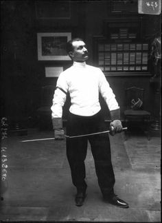 Portrait  - Photo - Fencer Escrimeur Great website for old photos of athletes
