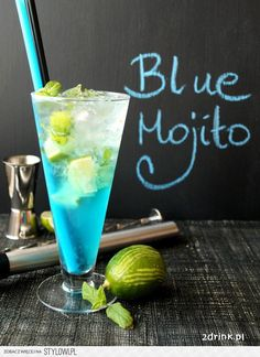 Blue Mojito - przepis na drink Blue Mojito Recipe, Raspberry Ice Tea Recipe, Low Carb Cocktails, Cocktail Drinks, Easy Alcoholic Drinks, Blue Curacao, Sour Fruit, Blue Drinks, Milkshakes