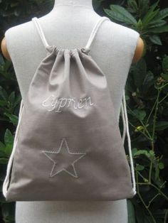 tuto du sac a dos rapide – Cd'A - Women's Handbags Baby Couture, Couture Sewing, Coin Couture, Drawstring Backpack Tutorial, Diy Bags Purses, Diy Purse, Expensive Gifts, Coffee Lover Gifts, How To Make Tea