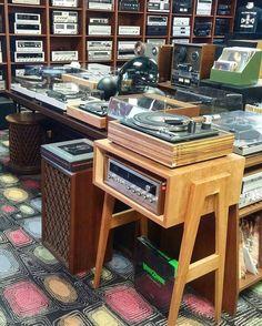 Audio rooms turntable Audio r - audiorooms Radios, Tv Stand Cabinet, Tower Speakers, Audio Room, Vinyl Storage, Hifi Audio, Hifi Stereo, Record Players, Vintage Records