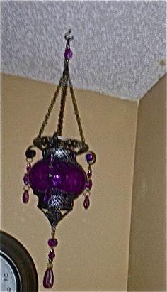 Corner ceiling accents in bedroom