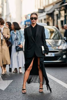 Paris Fashion Week Street Style Accessories Spring 2019 Day The best Street Style looks from the Paris Women's Spring 19 shows and fashion week. Street Style Trends, Street Style Outfits, New Street Style, Cool Street Fashion, Fashion Week Paris, Black Women Fashion, Womens Fashion, Latest Fashion, Fashion 2018