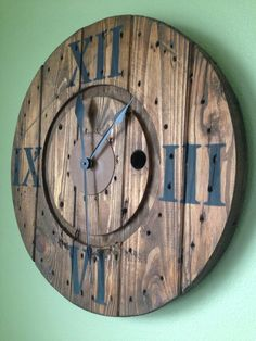 Items similar to Custom spool clocks on Etsy Pallet Clock, Deco Marine, Spool Tables, Spool Crafts, Wood Spool, Diy Clock, Clock Ideas, Cool Clocks, Farmhouse Wall Decor