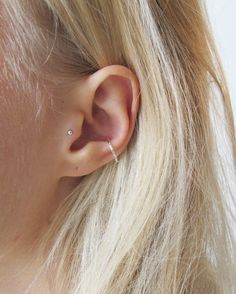 This conch hoop is perfect if you're looking for a delicate look. This conch hoop is for pierced conch piercings and is available in 8mm, 10mm, 12mm and 14mm in both silver and 9ct gold. Delivery UK Delivery is £2.50 International Delivery is £4