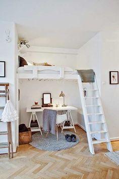 Habitación en blanco con cama en el aire para niños. #decoración #habitaciones #interiorismo