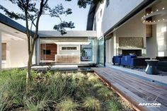 Cool. Very open house with courtyard and floor plans includes. desire to inspire - desiretoinspire.net - Barefootluxury