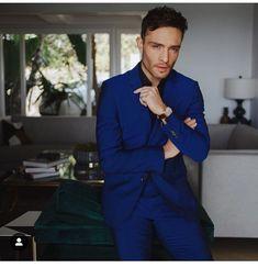 Ed westwick blue suit😍😍😍😍😍😍😍 James Bond Suit, Bond Suits, Pretty Boys, Cute Boys, Daniel Craig Suit, Chuck Bass Ed Westwick, Gossip Girl Fashion, Gossip Girls, Men's Fashion